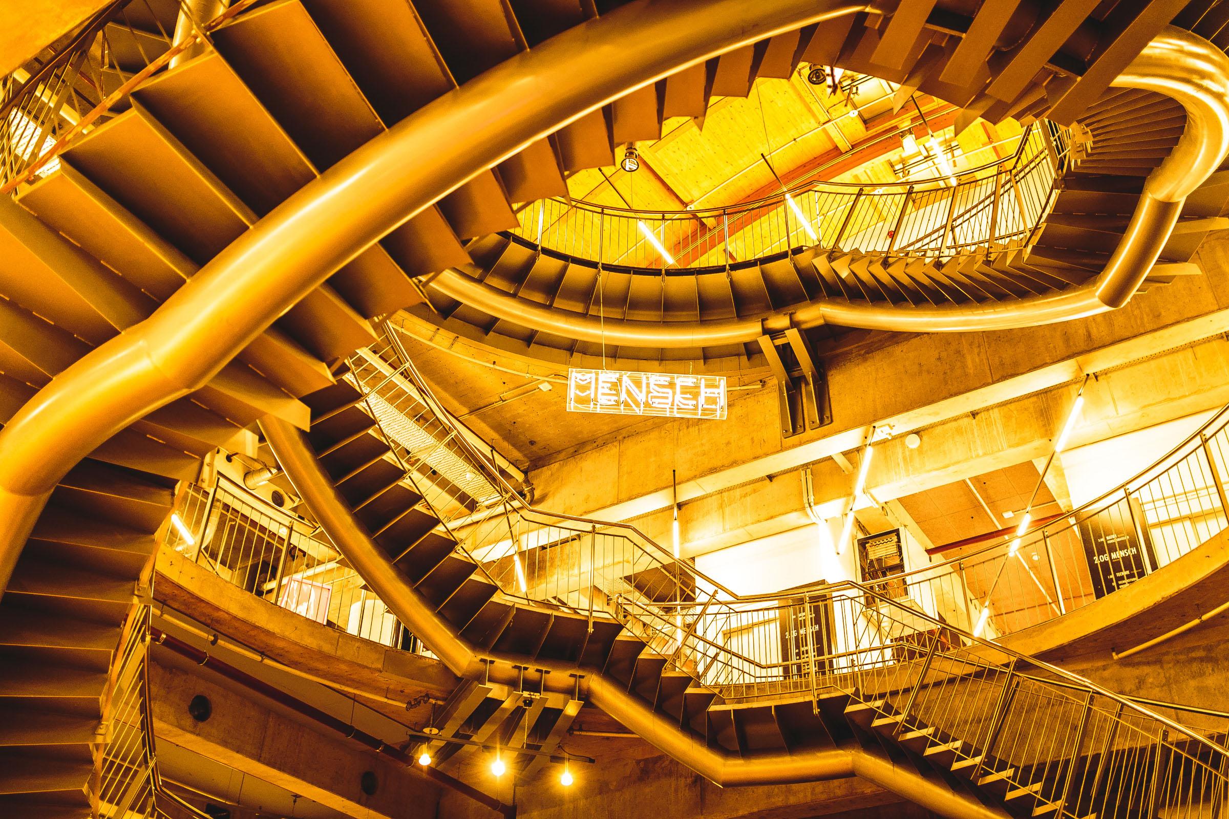 Auf diesem Bild sieht man die Treppeninsel im Universum Bremen.