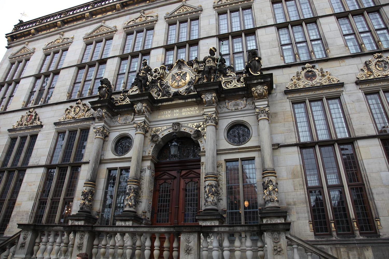 Das Foto zeigt die Front des Gebäudes, in dem die Handelskammer Bremen sitzt.